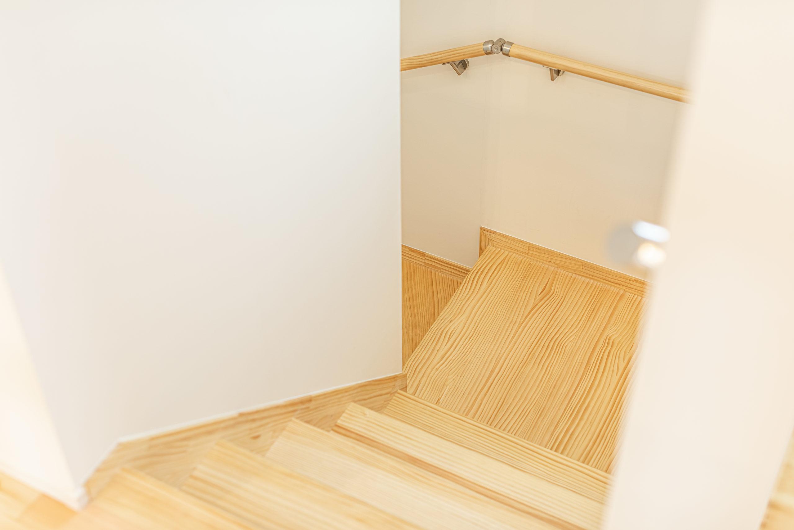 無垢 階段 自然素材